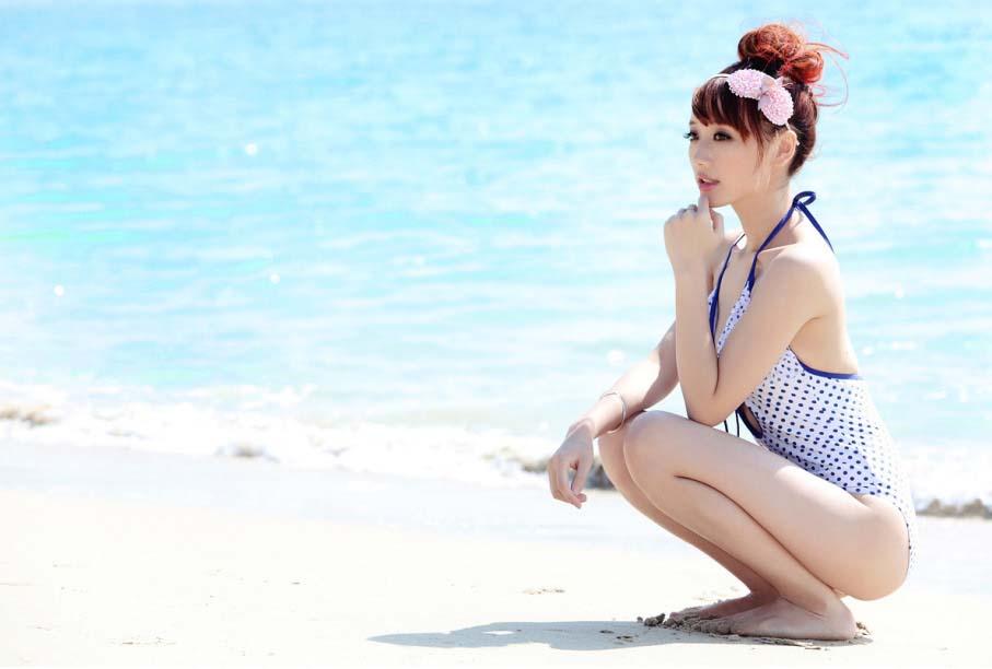嫩模三亚海滩清凉比基尼写真