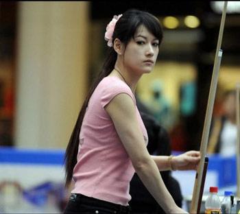 台湾九球美女何心如眼线成武器